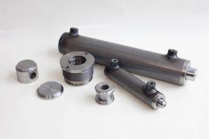 I cilindri idraulici servono per applicare la forza lunga la loro estensione. Sono ampiamente usati in meccanica.